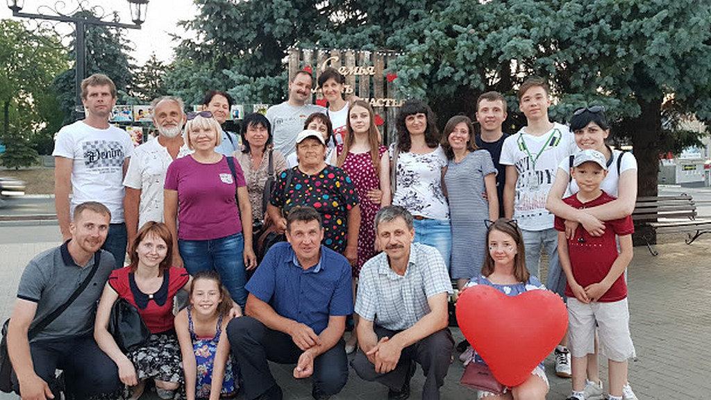 Адвентисты провели в центре Изюма фестиваль семьи и мероприятие по созданию рукописной Библии