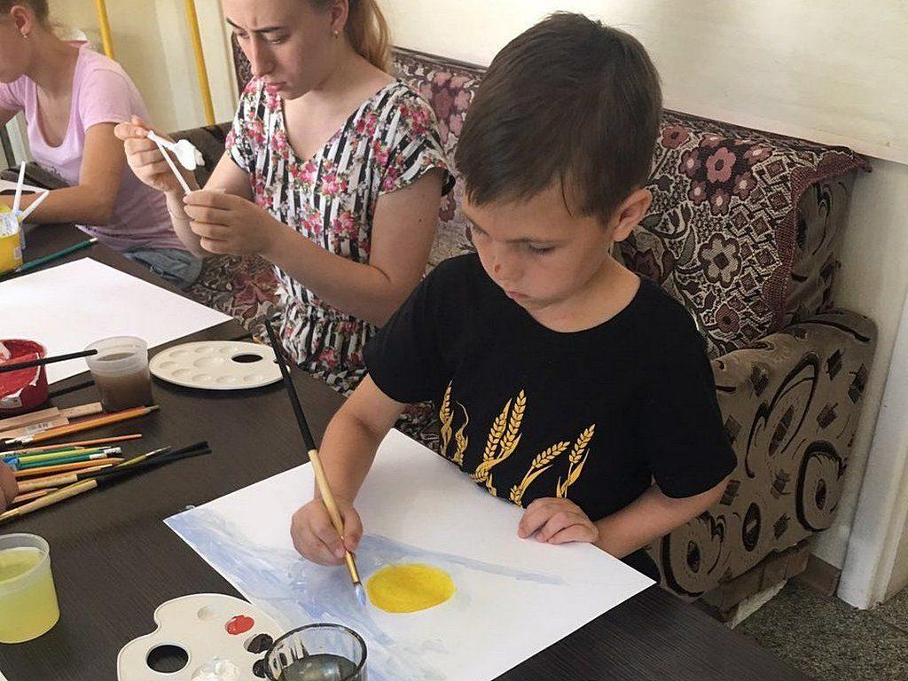 Давид рисует солнце и землю