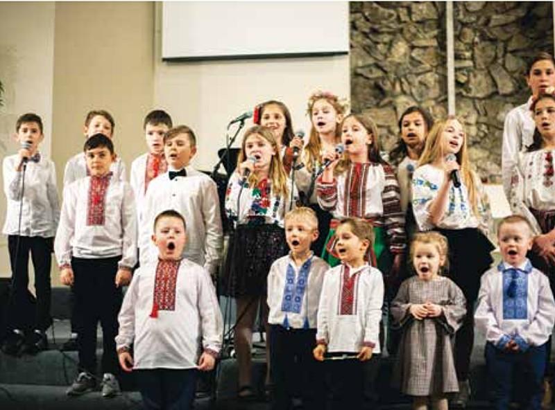 Детский хор в вышиванках