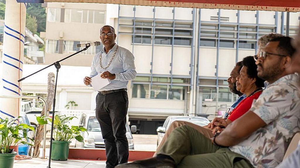 Генеральный директор Министерства здравоохранения Вануату Джордж Талео заявил, что он привержен ежегодной поддержке Недели Здоровья, которую проводят адвентистский отдел здоровья. В настоящее время она является частью постоянных усилий министерства по борьбе с неинфекционными заболеваниями в стране. [Фото: Adventist Record]