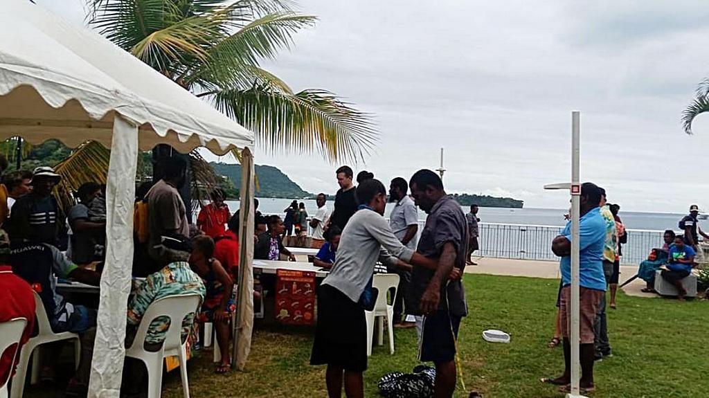 18-20 июня 2019 года, организованная церковью Выставка Здоровья, первая в Порту Вила, Вануату, привлекла сотни людей в парк Файва. [Фото: Adventist Record]