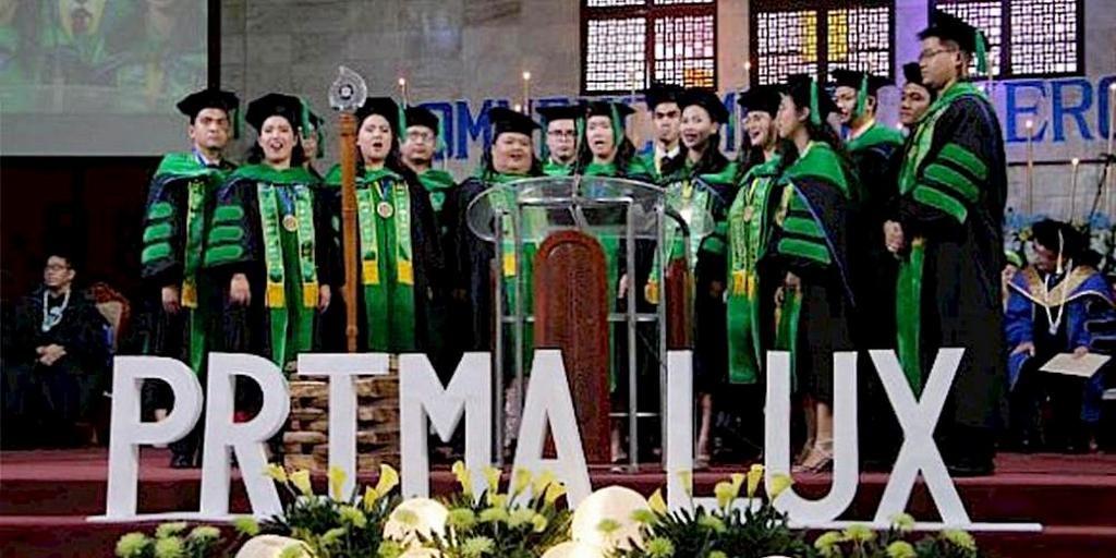 «Прима Люкс» или «Первый Свет», 16 начинающих врачей-миссионеров, одетые в соответствующие академические оттенки, на исторической 1-й Торжественной церемонии вручения дипломов Адвентистского медицинского колледжа Филиппин (AUP-COM) 23 июня 2019 г. в филиппинской международной церкви. [Фото: любезно предоставлено Джоном Мериком Эупалао]