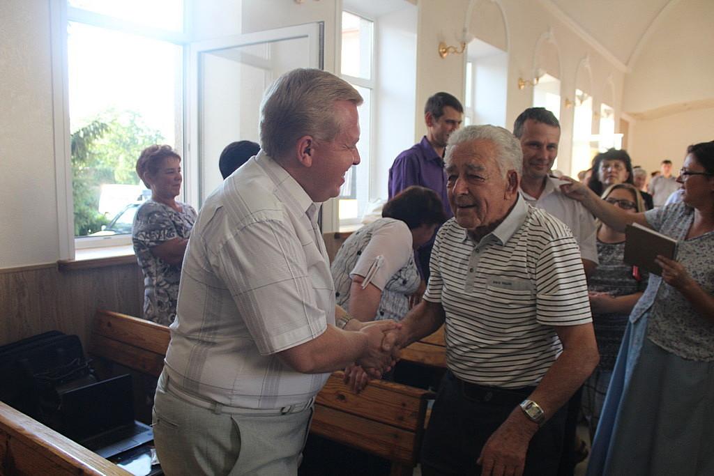 Адвентисты Днепра с радостью встретили семью Радионовых