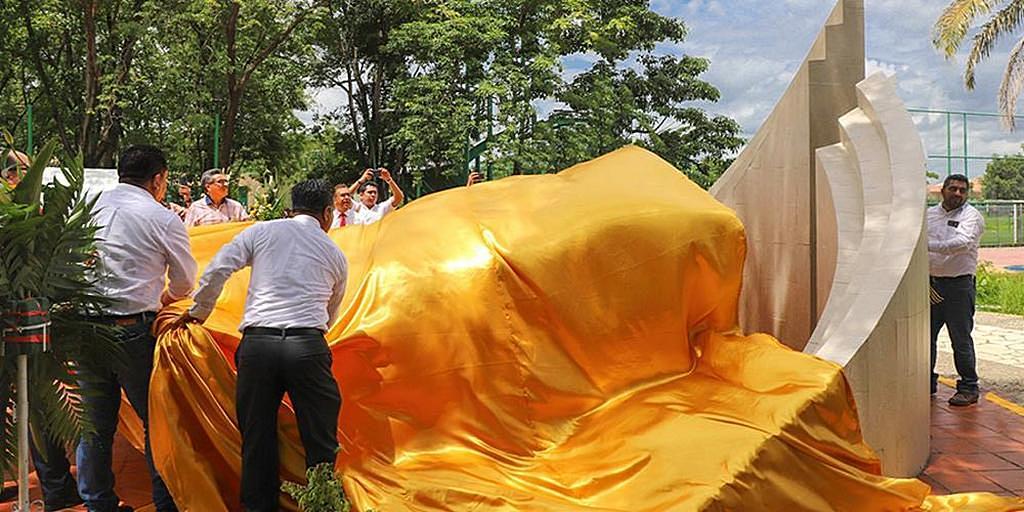 24 июня 2019 года лидеры Церкви адвентистов седьмого дня в Тапачула, штат Чьяпас, Мексика, открыли специальный памятник Библии в парке Лос-Серритос. Этот проект стал частью инициативы по продвижению и поддержке Священного Писания во всех восьми местных церковных областях, начатой в 2018 году. [Фото: Медиос Соконуско]