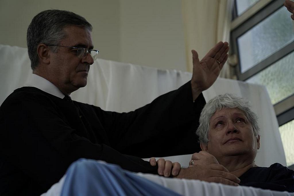 Гризельда Дюпюи показала свои эмоции, когда она отдала свою жизнь Иисусу и была крещена 20 сентября 2019 года в рамках празднования 125-й годовщины первой церкви адвентистов седьмого дня в Южной Америке. Она была первой из многих церемоний крещения во время особой недели евангелизации в Аргентине, в результате которой было крещено 1417 человек. [Фото: Алексис Вильяр, отдел новостей Южно-Американского дивизиона]