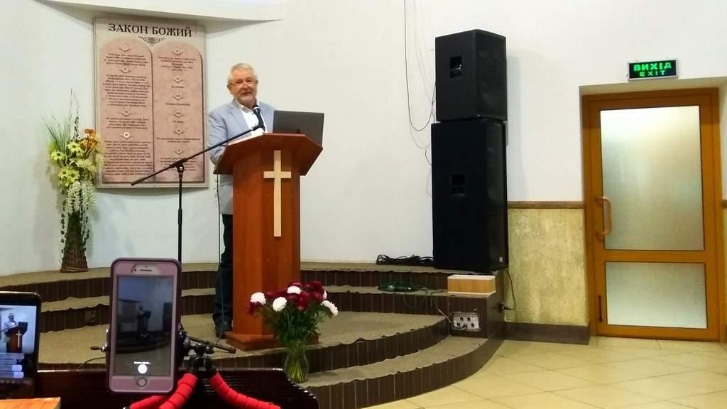 Проповедует Павел Химинец