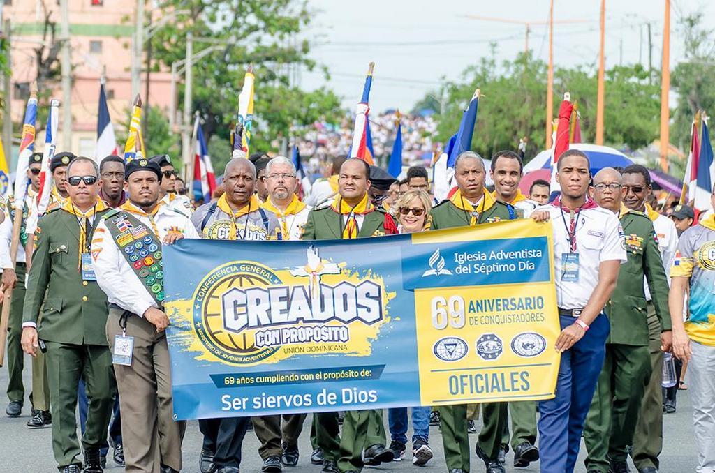 Церкви адвентистов седьмого дня в Доминиканской Республике начинают свой марш по улицам Санто-Доминго в ознаменование 69-й годовщины Всемирного дня следопытов 21 сентября 2019 года. [Фото: Доминиканская унионная конференция]