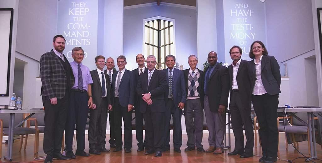 Некоторые из выступавших на пророческой конференции по 11 гл. Даниила 2019 года, состоявшейся 17-19 октября 2019 года, включали (слева направо) Брендана Валианта, Роя Гейна, Майкла Юнкера, Рона Келли, Мартина Пробстла, Кима Кьяера, Конрада Вайна, Сэмюэля Нуньеса-старшего, Тарзее Ли, Джером Скиннер, Оливер Гланц и Аманда МакГир-Мушон на фотографии в церкви Village в Берриен-Спрингс, Мичиган, США. [Фото: Джонатан Мин, Новости Унионной конференции Озера]