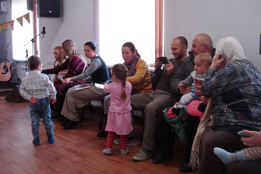 """Программа """"Свято осені"""" собрала детей и родителей в Краматорске"""
