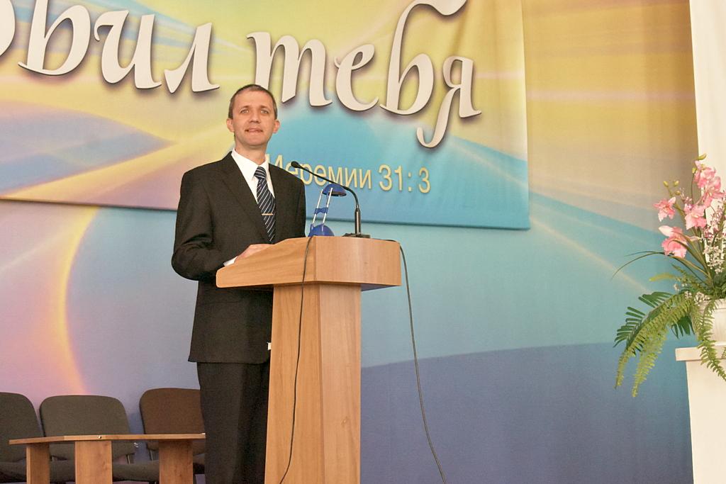 Субботнюю школу ведет Александр Степанюк