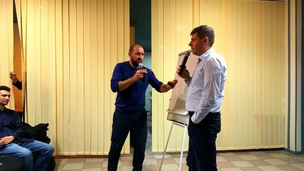 Молодежный пастор Аветик Дарбинян задает вопросы Константину Сычу