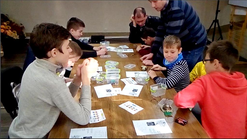 Криворожские ребята учатся в церкви английскому языку и знакомятся с электроникой