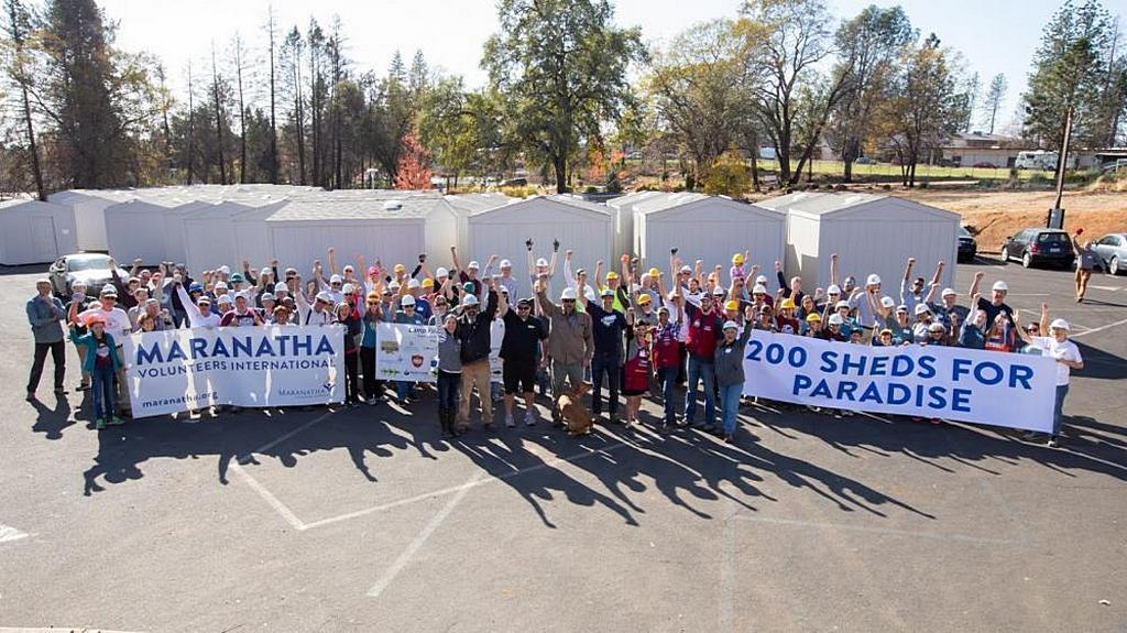 Групповое фото международной команды волонтеров Maranatha в Передайс, Калифорния, США. По словам лидеров Maranatha, эта инициатива получила широкое освещение в региональных СМИ. [Фото: Том Ллойд]