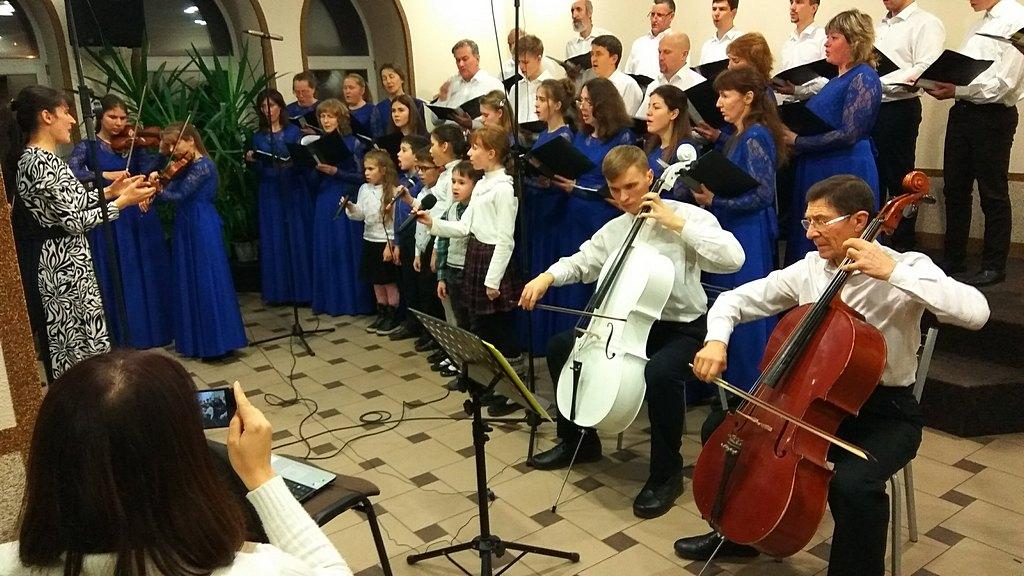 Харьковские музыканты провели для жителей района концерт хоровой музыки
