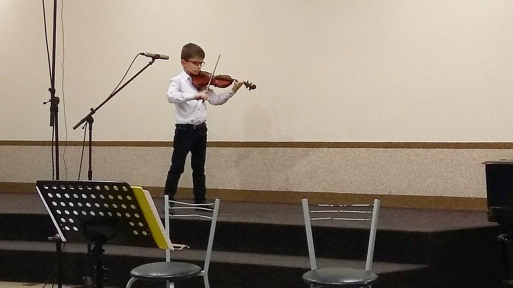 Юный скрипач Андрей Черлат