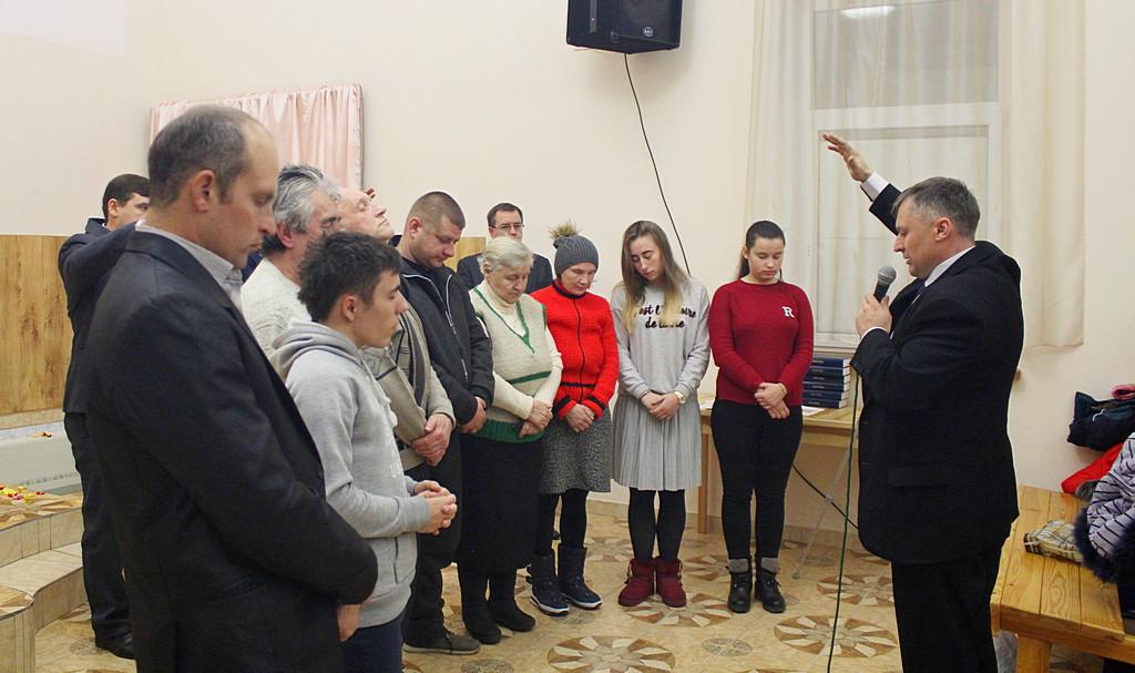 Молитвой благословения руководит Олег Гниденко