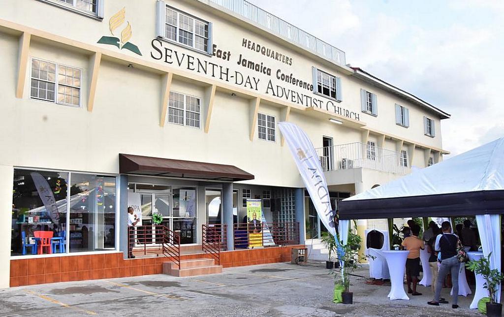 Недавно отремонтированный книжный магазин IADPA открылся в церковной штаб-квартире Конференции Восточной Ямайки в Кингстоне. [Фото: Конференция Восточной Ямайки]