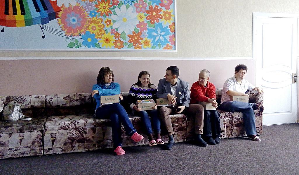 Подарунки від адвентистської громади отримали діти з особливими потребами у Маріуполі