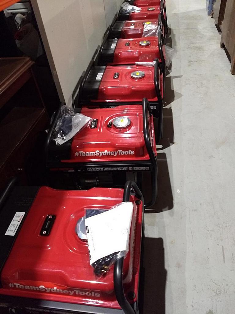 Генераторы готовы к отправке в населенные пункты, оставшиеся без электричества в австралийских лесных зонах. [Фото: ADRA Виктория