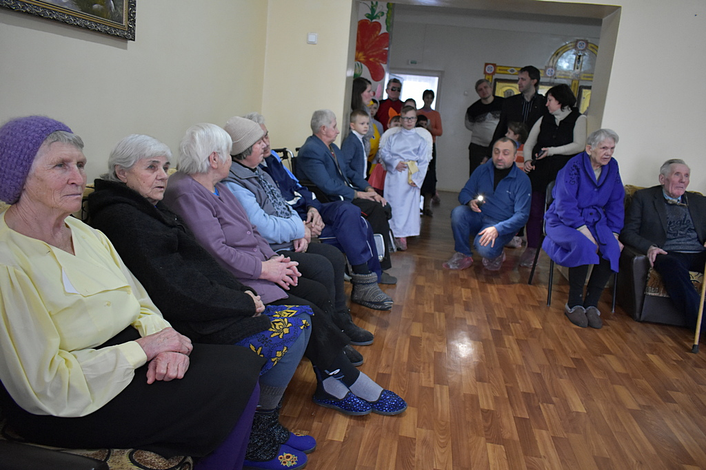 Криворожане провели программу в доме милосердия