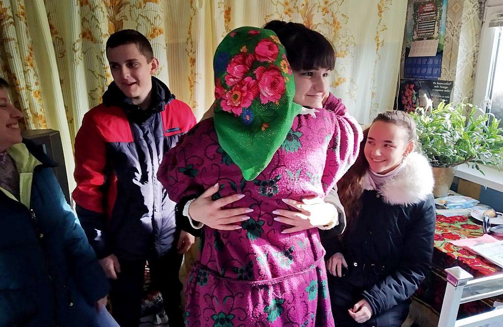 Молодь Кам'янського в канун новорічних свят відвідували братів та сестер поважного віку