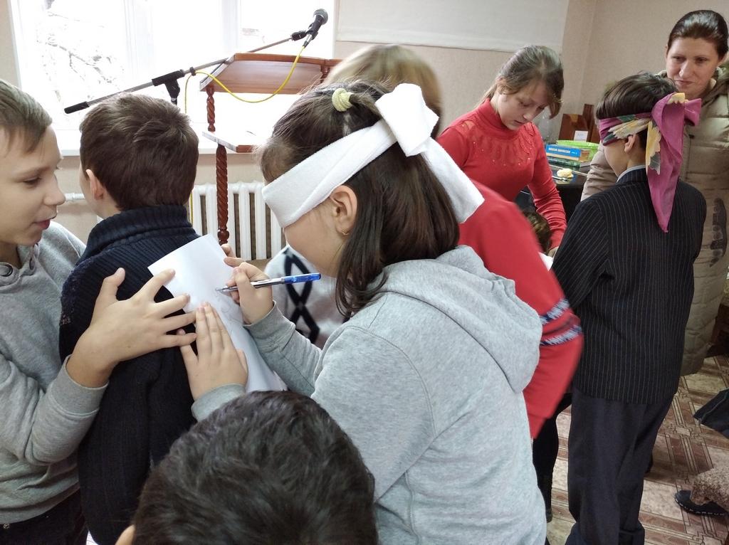16 детей и их родителей участвовали в каникулярной школе в Покрове