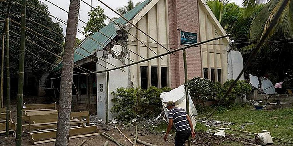 Некоторые церкви адвентистов седьмого дня на юге Филиппин сильно пострадали от недавнего землетрясения в декабре 2019 года. Адвентистское Агентство Развития и Помощи (ADRA) оказывает помощь многим людям, перемещенным после стихийного бедствия. [Фото: Davao Mission Media]