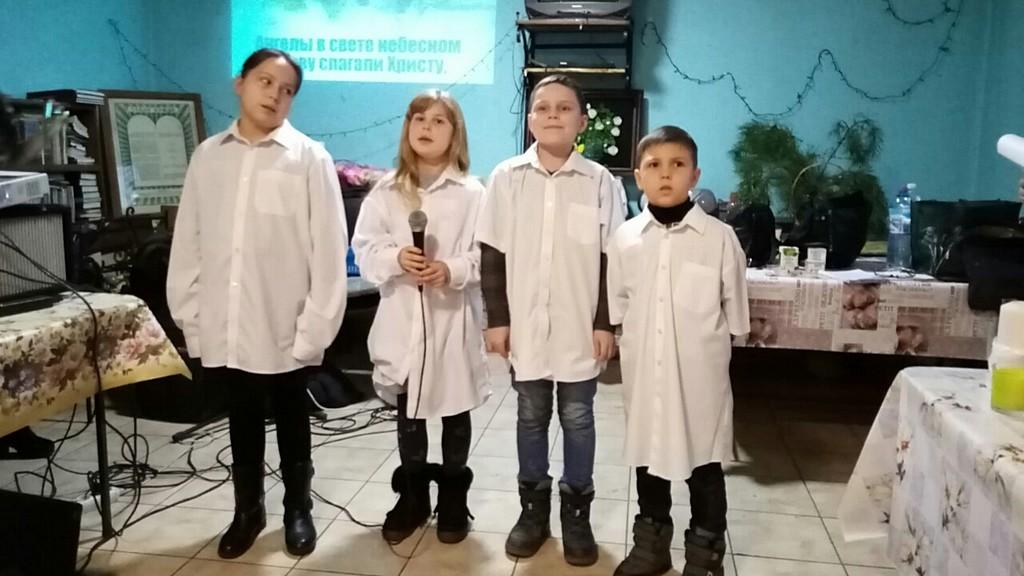 Дети помогли провести программу «Звуки Рождества» в Доме милосердия