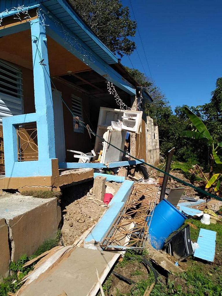 Дом адвентистской семьи в Гуаянилле, на юге Пуэрто-Рико, который был поврежден в результате землетрясения силой 6,4 балла 7 января 2020 года. Ряд землетрясений меньшей силы предшествовал землетрясению 7 января, которое было самым сильным в Пуэрто-Рико за последние 102 года. [Фото: Леонель Эскобалес, Конференция Южного Пуэрто-Рико]