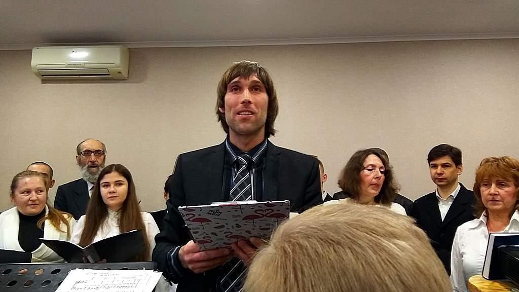Служение открывает пресвитер Евгений Белицкий