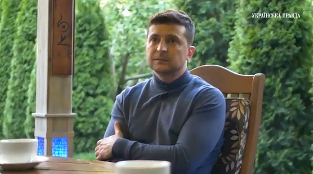 Зеленський: «Я вірю в Бога. І мені здається, що він мені сильно допомагає»