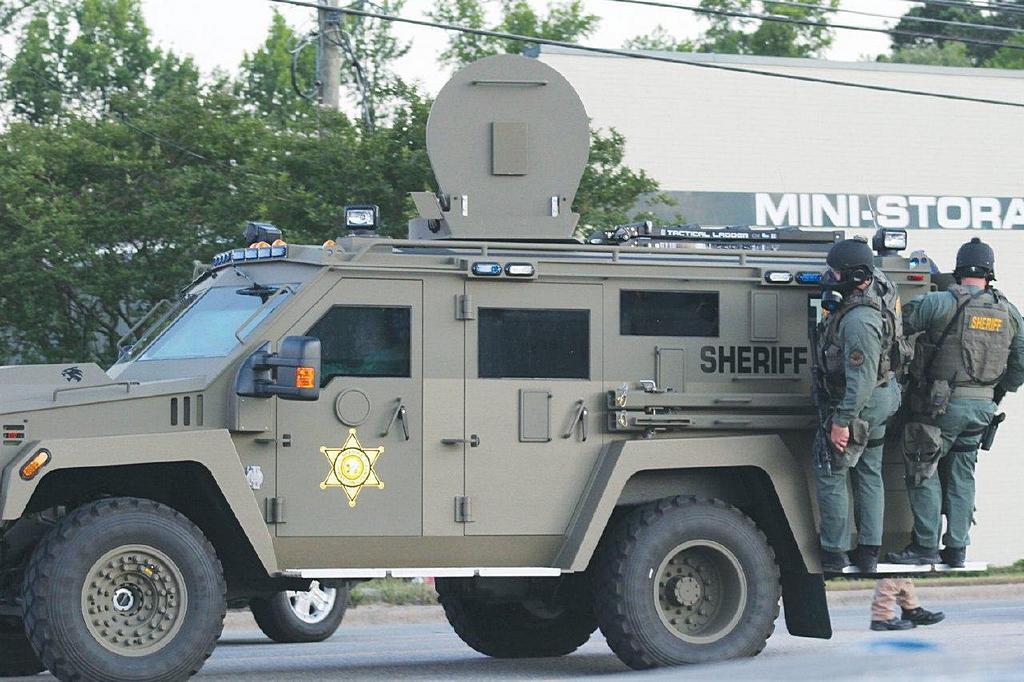 «Мы были готовы применить газ». Шериф Смитфилда рассказал, как одна молитва предотвратила беспорядки в городе