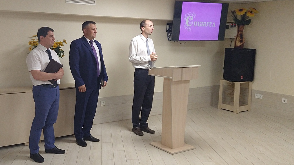 Три пастора на служении в 4 общине