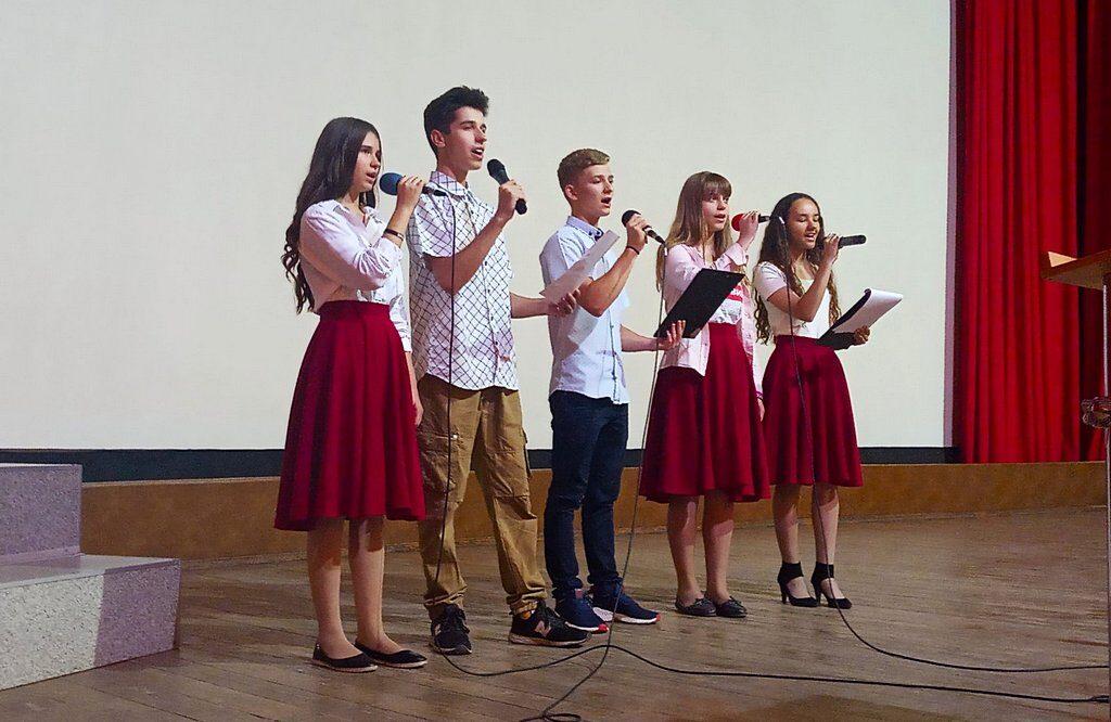 Адвентистська молодь Кам'янського прославляла Бога за матерів