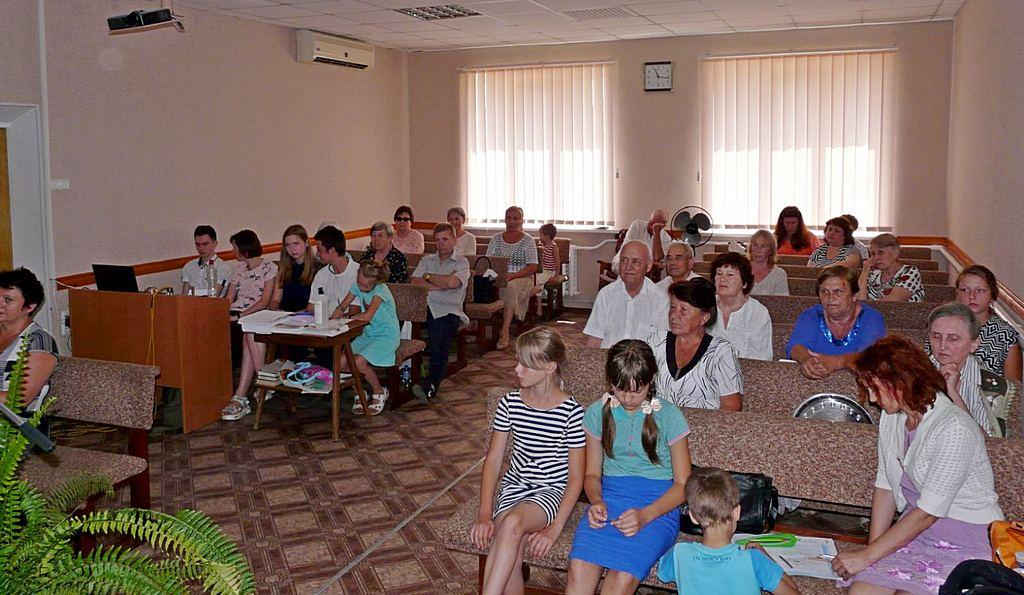 Покровская община провела торжественное богослужение, приуроченное шестидесятилетию совместной жизни супружеской пары