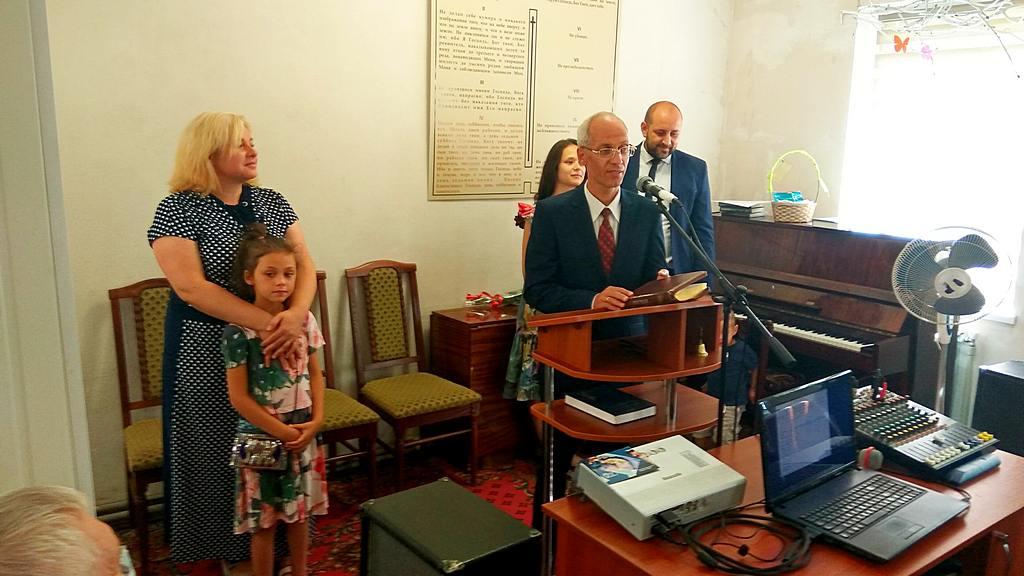 Евгений Ващинин - новый пастор Харьков-9 и старый - Аветик Дарбинян с семьями