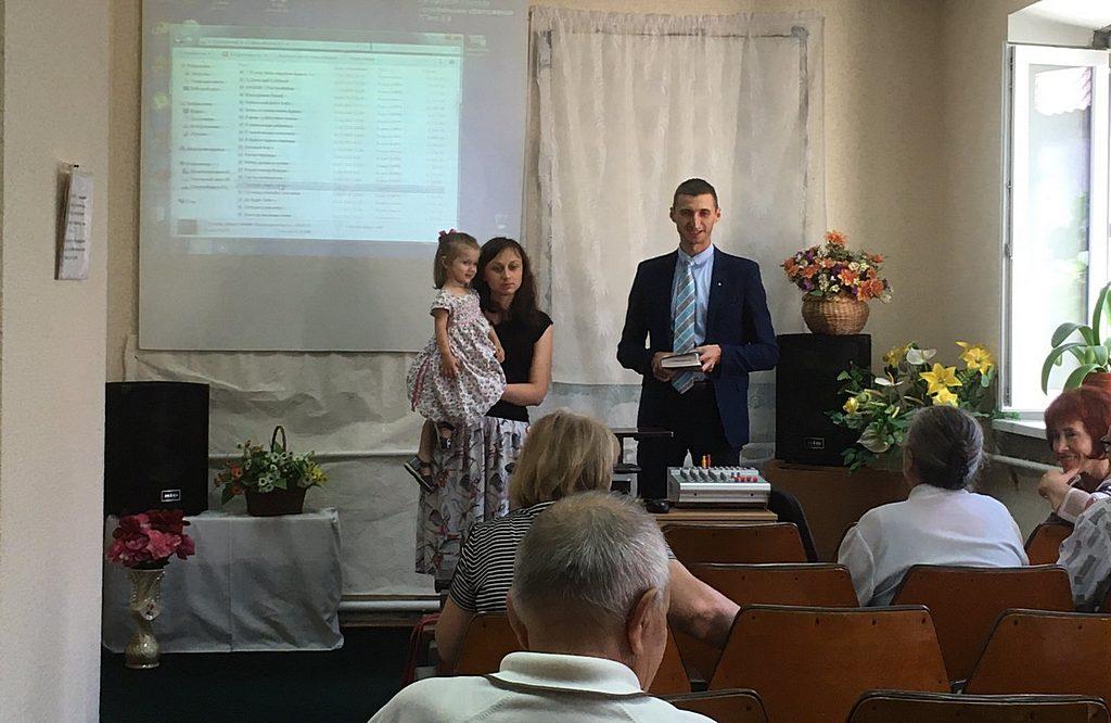 Семья Кобринюк в 4 Запорожской церкви