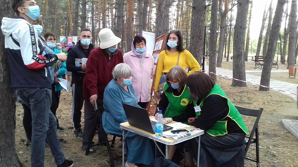 Адвентисты Новопскова организовали выставку здоровья в парке