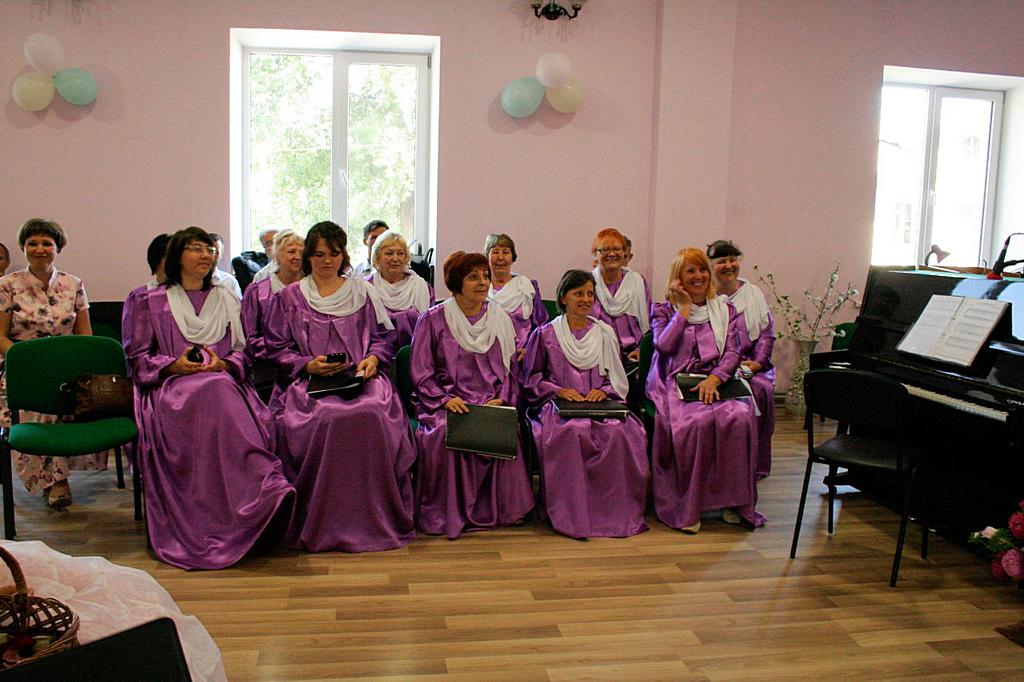 Местный хор под руководством Натальи Лужицкой