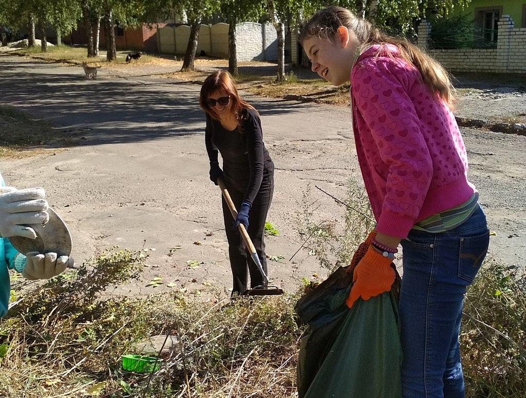 Адвентисты Чугуева помогли в уборке своего города