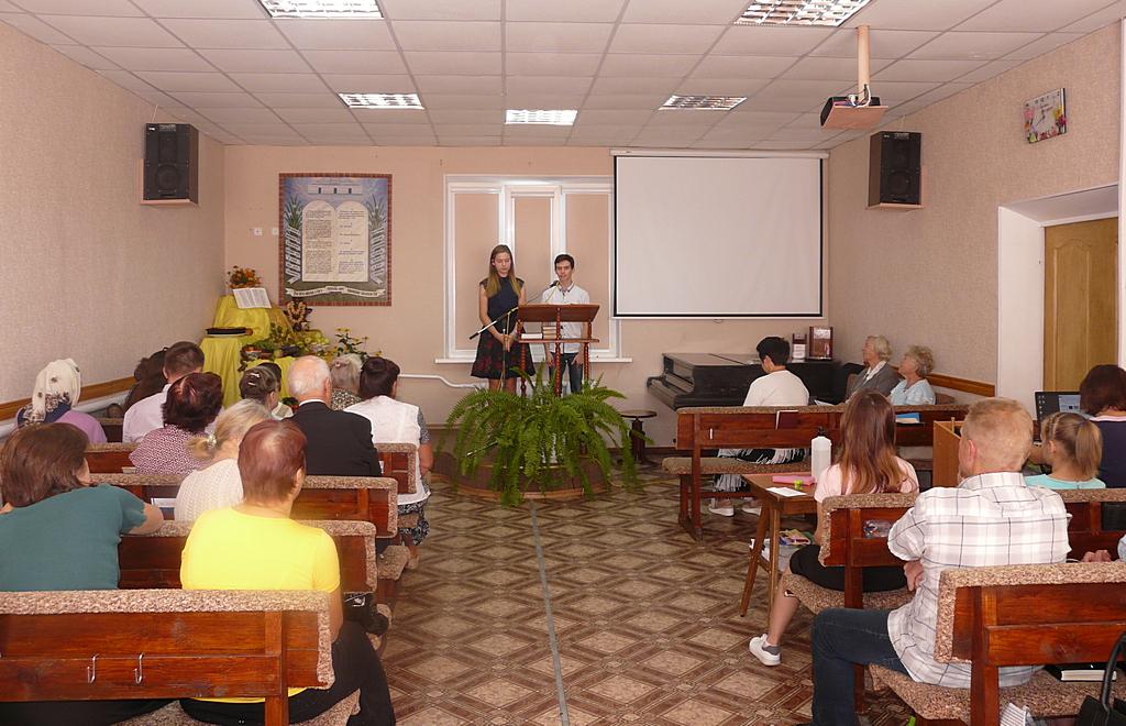 Члены церкви Покрова благодарили Бога за благословения и призывали хранить Божьих детей