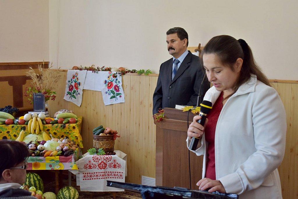 На жатвенном служении в шестой Криворожской церкви говорили о законе сеяния и жатвы