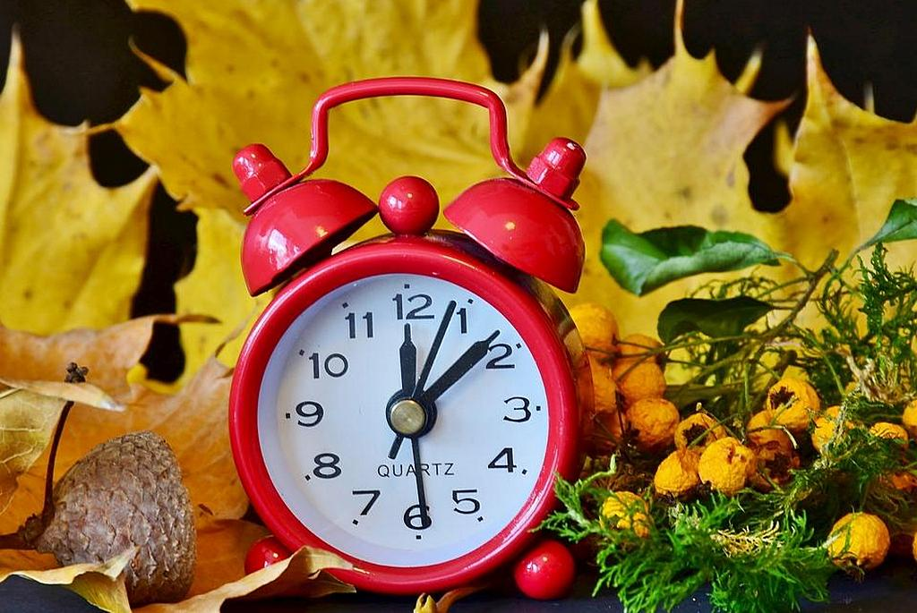 Когда в Украине переводят часы: дата перехода на зимнее время