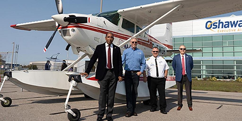 Конференция адвентистов седьмого дня Онтарио в Канаде приобрела самолет Cessna 185, который будет использоваться для оказания медицинской и гуманитарной помощи отдаленным и изолированным общинам на северо-западе Онтарио. Новый самолет был посвящен на миссионерское служение во время короткой церемонии в аэропорту Oshawa Executive в Ошаве, Онтарио, 9 октября 2020 г. [Фото: Конференция Онтарио, Новости Северо-Американского дивизиона]