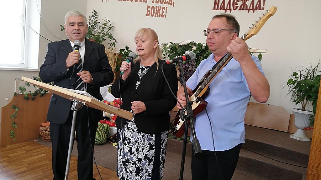 Поют Ярослав Гунько, Ирина и Юрий Левашовы