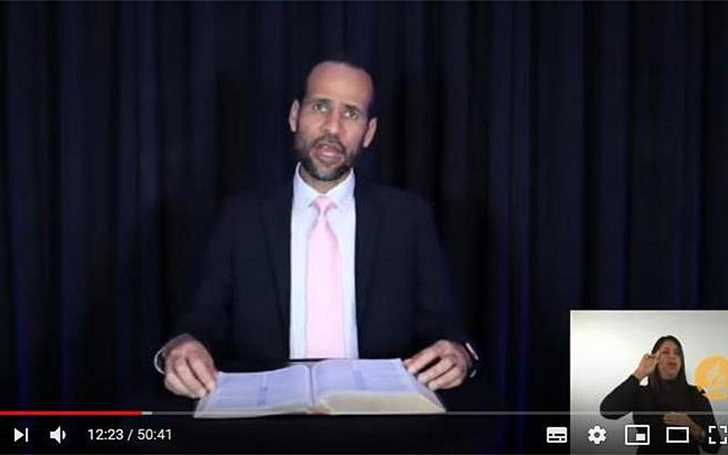 Арнальдо Крус, пастор адвентистской церкви Peregrinos в Майами, Флорида, США, выступает во время одной из вечерних встреч программы онлайн-евангелизации, проходивших в Венесуэле 5-12 сентября 2020 г. [Фото: скриншот Униона Западной Венесуэлы]