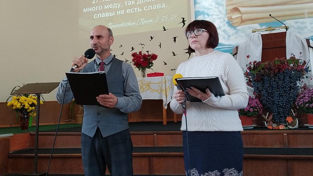 Поют Валерий Устинов и Алина Федирко