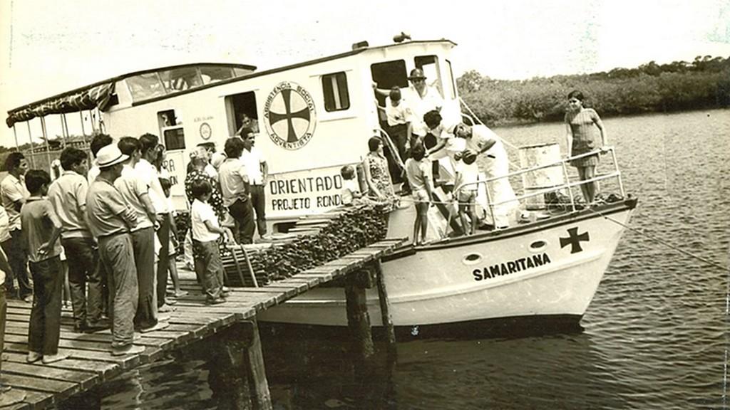 Одна из плавучих клиник, используемых миссионерами для обслуживания прибрежных сообществ [Фото любезно предоставлено Южноамериканским дивизионом]