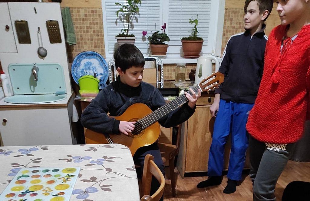Молодежь Волчанска поздравила ребят из неадвентистских семей с Новым годом