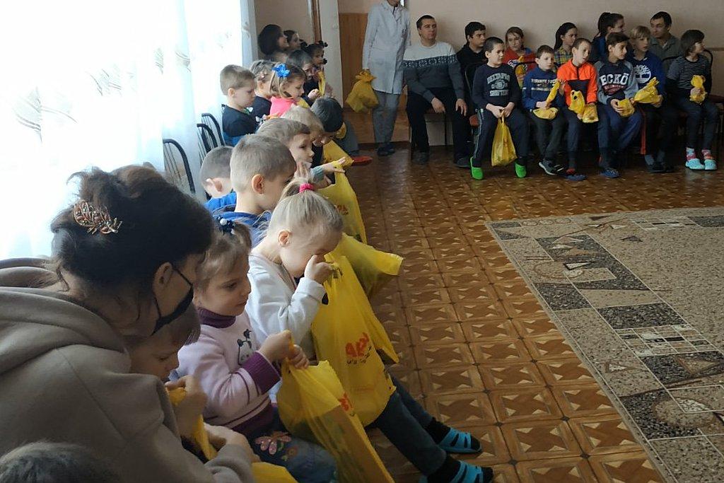 Ребята из реабилитационного центра получили подарки от адвентистов Орехова
